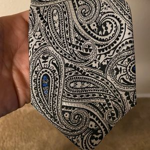 Adolfo - black and white paisley padded tie